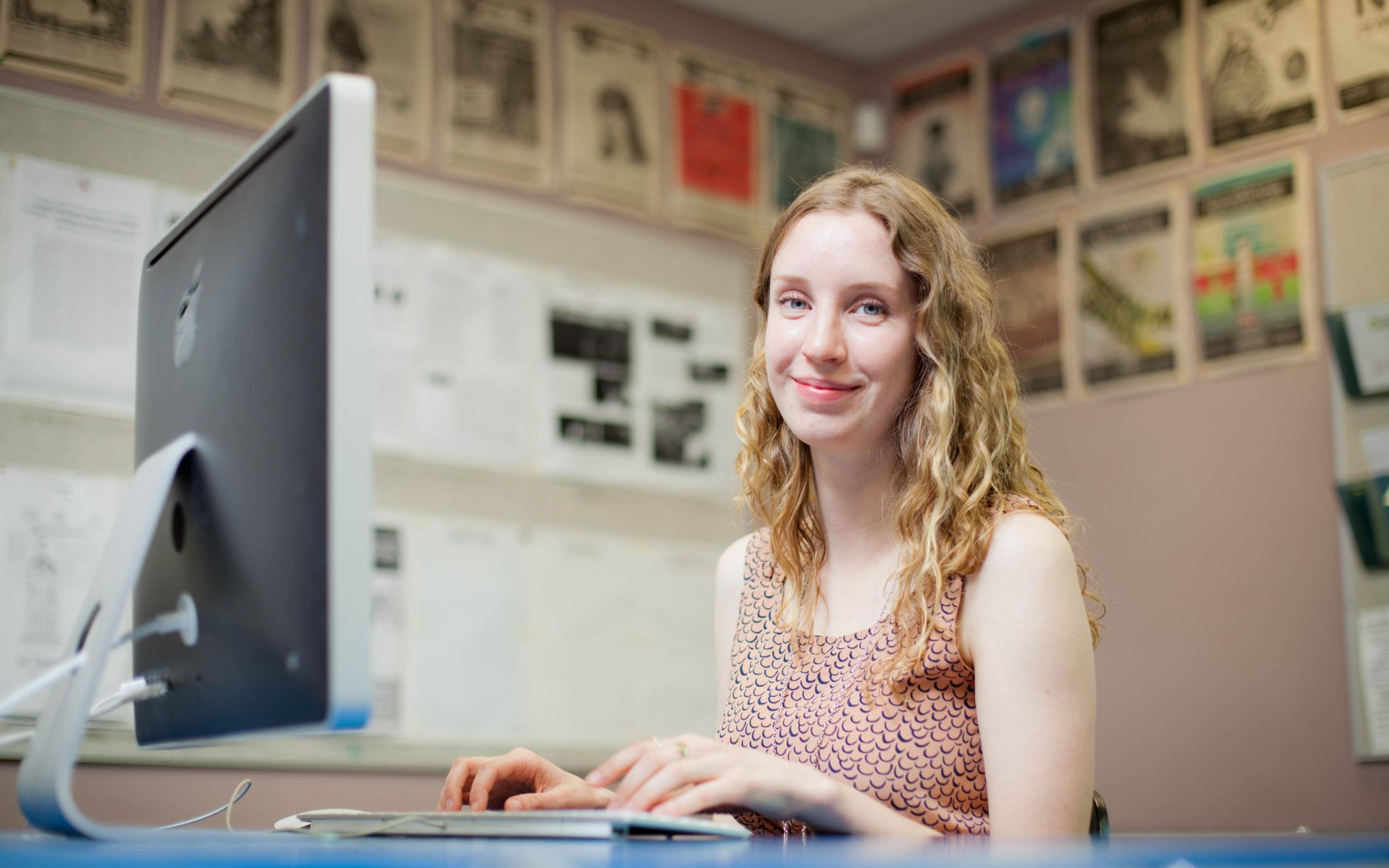 Natalie Gates, a student of the degree in Political Science program, working on her thesis